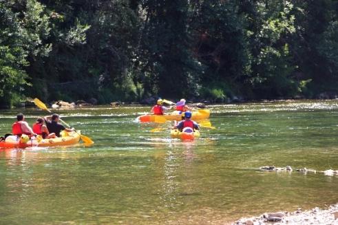 camping-cascade-aveyron-canoe