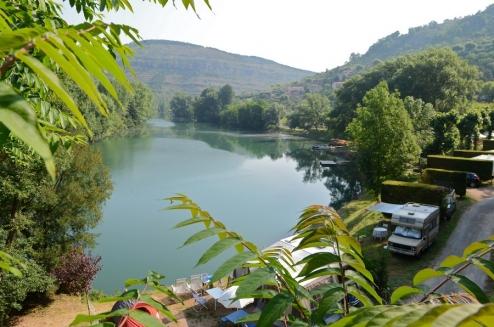 Emplacements de camping avec vue sur la rivière